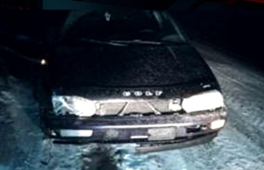 Автомобиль наехал на мужчину, который сидел на проезжей части в Солигорском районе