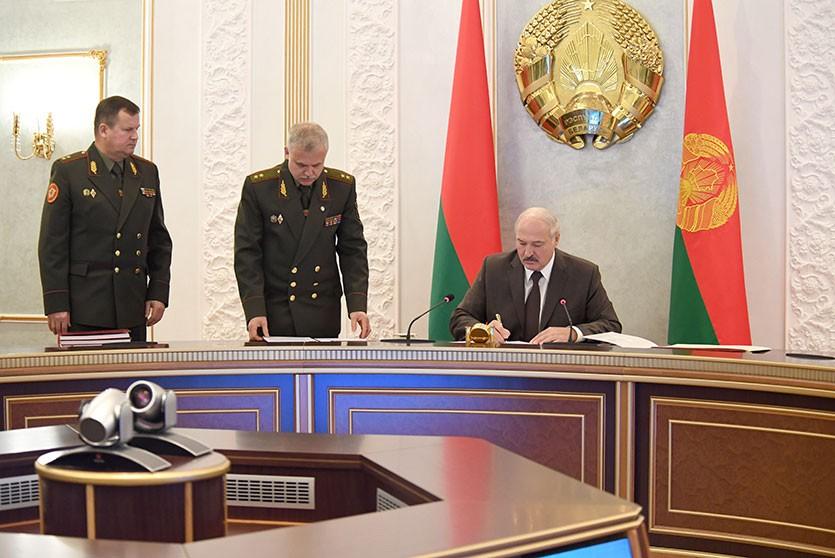 Акцент на стратегическое сдерживание – Лукашенко утвердил новый план обороны Беларуси