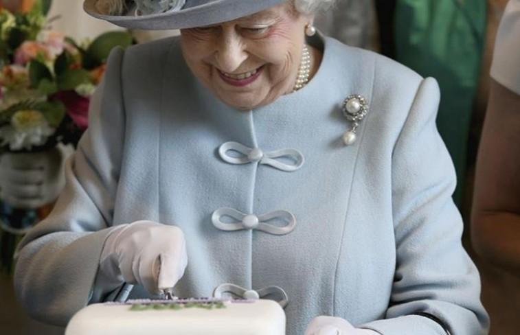 Бутерброды с джемом и шоколадный торт. Повар Елизаветы II рассказал, какие блюда любит королева