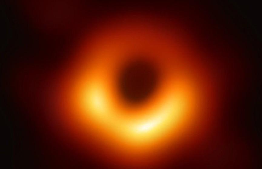 Авторы первой фотографии черной дыры получили $3 млн