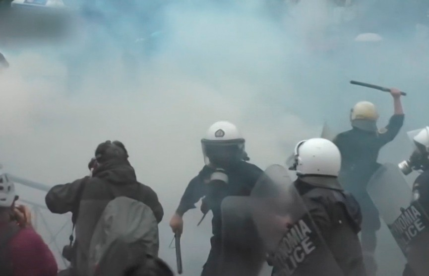 Столкновениями с полицией закончились студенческие протесты в Афинах