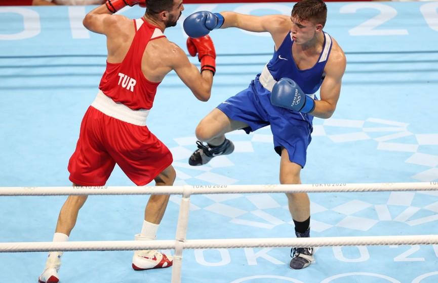 Белорус Александр Радионов победил в стартовом бою олимпийского турнира по боксу
