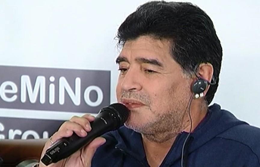 «Моя задача – сделать команду, которая будет играть с душой». Легендарный Диего Марадона прибыл в Брест
