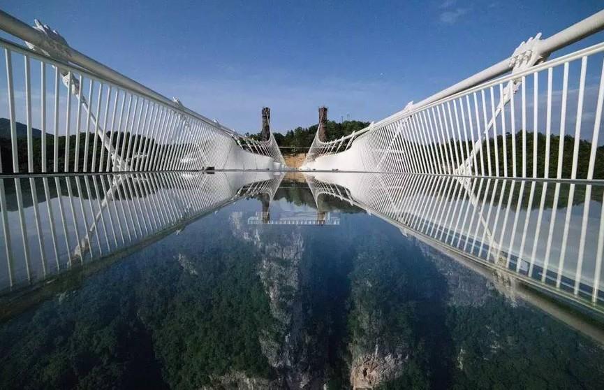 Не для слабонервных: в Китае открылся необычный мост