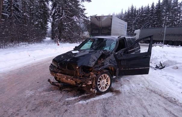 Легковушка сбила мужчину, помогавшего водителю другой машины