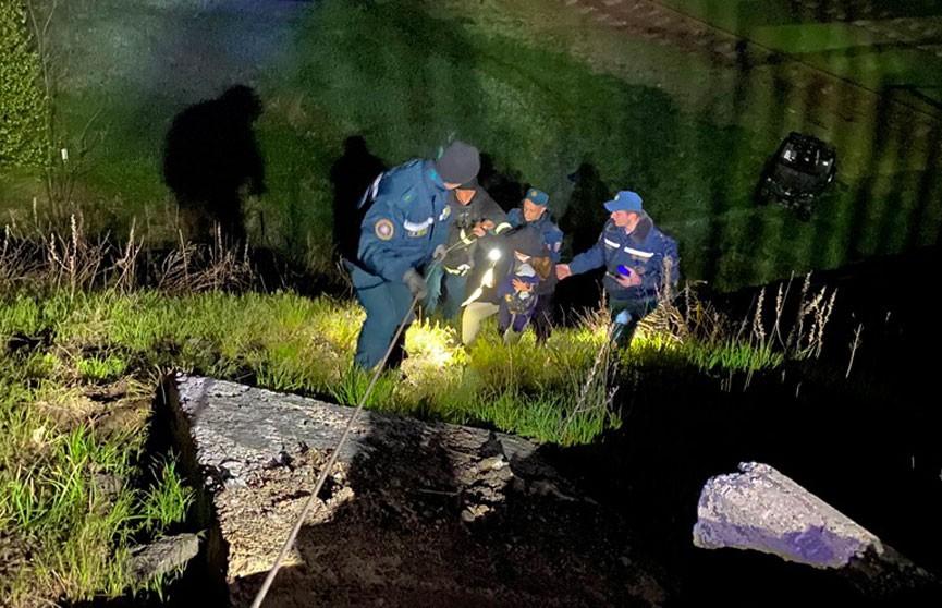 Семья с двумя детьми заблудилась в лесу под Гомелем: её обнаружили сотрудники МЧС