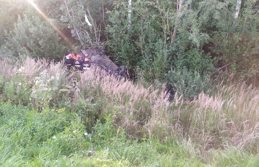 ДТП в Витебском районе: автомобиль перевернулся, водителя доставали спасатели