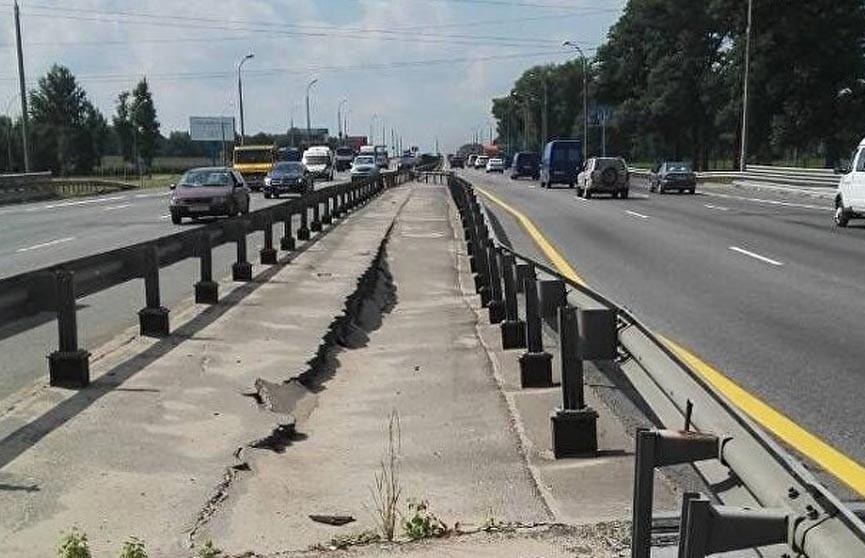 Движение на МКАД в районе Игуменского тракта перекрыто: лопнула бетонная опора путепровода