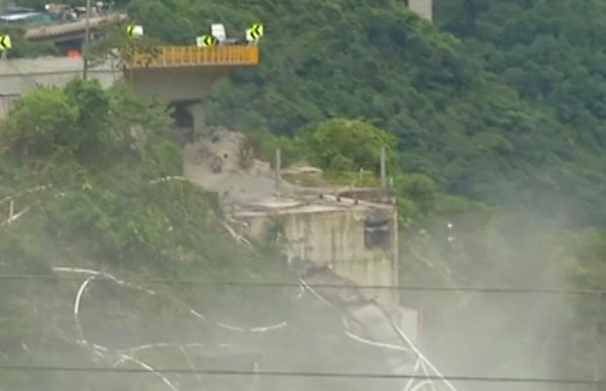 Взрыв моста над каньоном Чираджара в Колумбии попал на видео