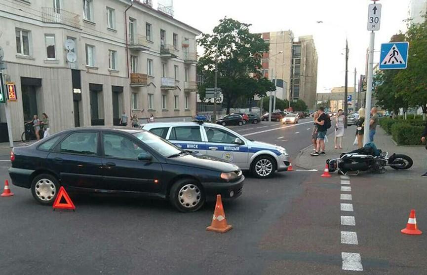 Мотоцикл и Renault столкнулись в центре Минска
