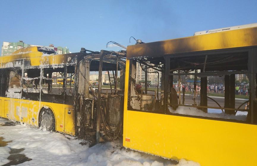 Автобус горел в Минске (ФОТО)
