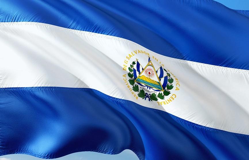 Президент Сальвадора подписал себя в Twitter «самым крутым диктатором в мире»