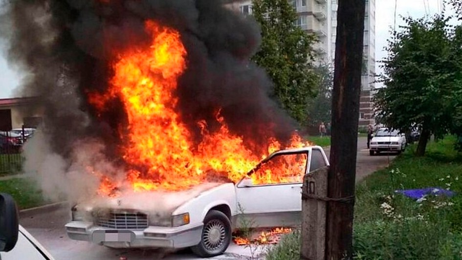 Фотофакт: в Минске горел Cadillac