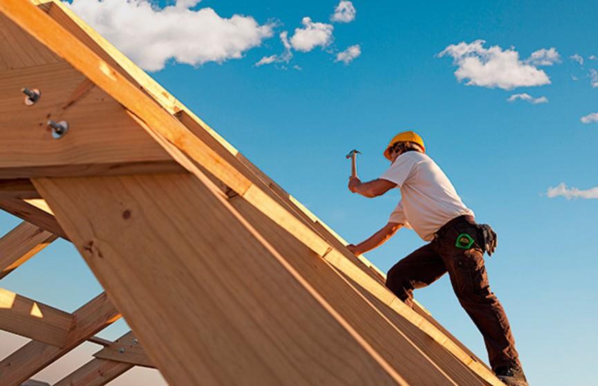 Мужчина помогал другу строить дом и сорвался с крыши в Брестском районе