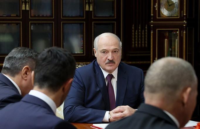 Назначены новые послы, руководители предприятий и министерств: Лукашенко провел кадровый день