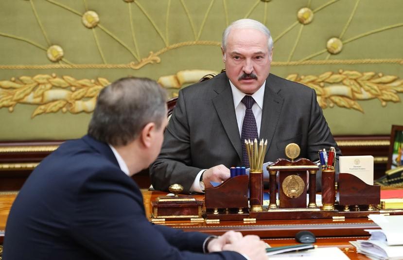 Лукашенко об эпидситуации: обстановка улучшается, но расслабляться нельзя