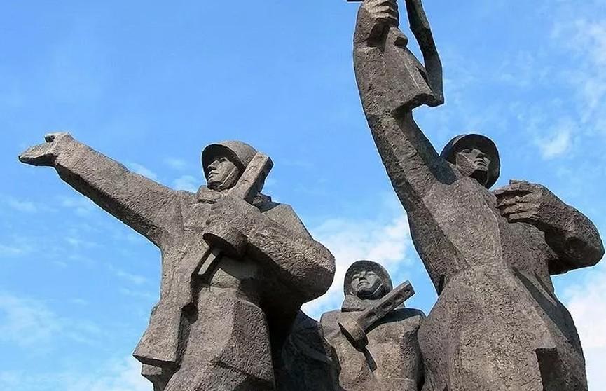 Латвийская полиция перекрыла доступ к памятнику Освободителям Риги
