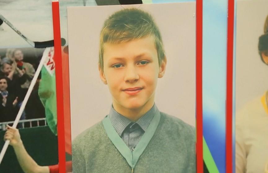 Стало известно о состоянии 12-летнего Ромы Когодовского, который спас из пожара младшего брата: подросток перенес 22 операции