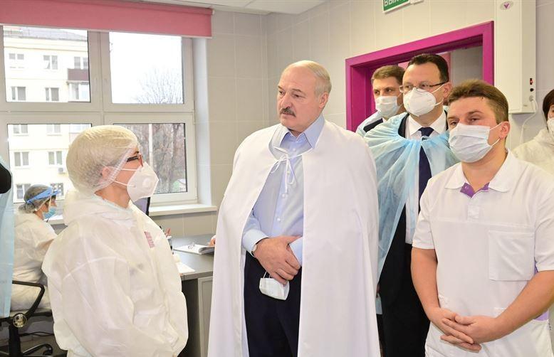 Как спасают людей от COVID-19, или Почему медицинская проблема превратилась в политическую? Подробности посещения Лукашенко 6-й минской больницы