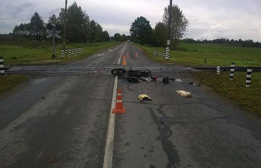 Жуткая авария в Верхнедвинском районе. Отец и сын протаранили на мотоцикле поезд