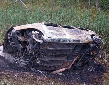 Автомобиль полностью сгорел, водитель попал в реанимацию в результате ДТП в Белыничском районе
