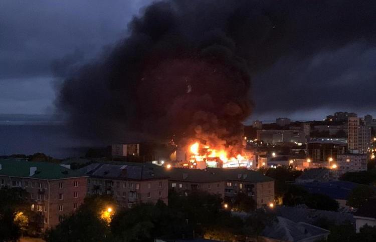 Пожар в крупном торговом центре Владивостока: сгорело более 1000 кв. м