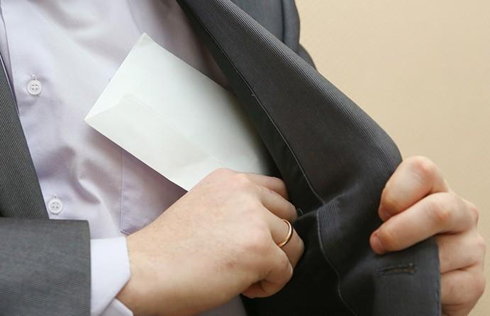 КГК: уголовная ответственность вводится за выплату зарплаты в конверте