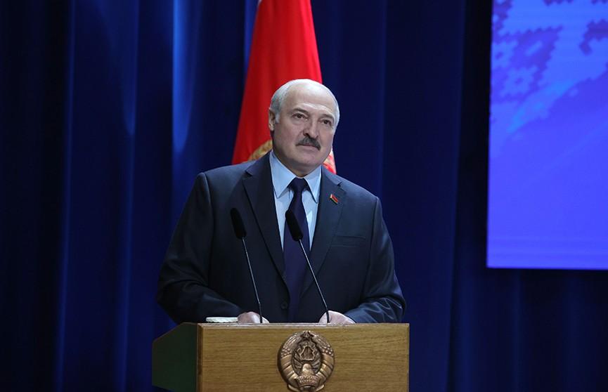 Новый руководитель, интернет-торговля и производство. Развитие Белкоопсоюза обсудили на собрании с участием Лукашенко