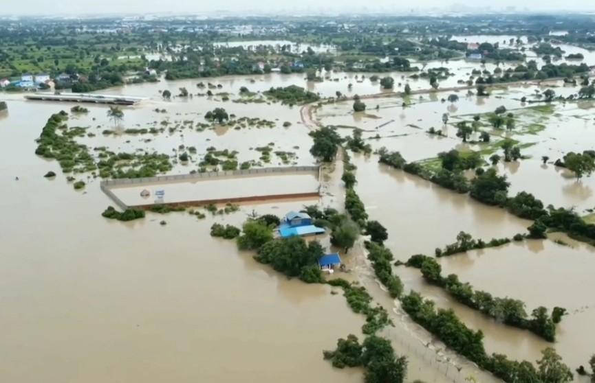 В Камбодже из-за наводнения погибли 25 человек