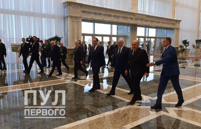 Александр Лукашенко во Дворце Независимости проводит встречу с Михаилом Мишустиным