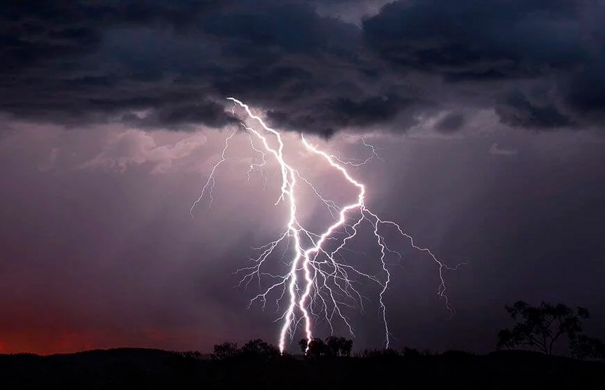 Эпичную битву молний сняли на видео в США