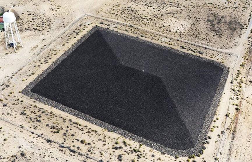 Гигантскую чёрную пирамиду обнаружили на военной базе в США (Фото)