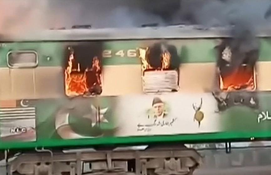 В Пакистане в пассажирском поезде взорвался газовый баллон. Количество жертв превысило 60