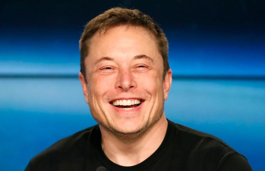Илон Маск снова «заговорил» с подписчиками на русском