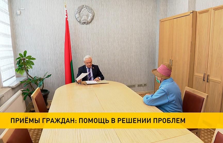 Белорусские депутаты продолжают приемы граждан в регионах