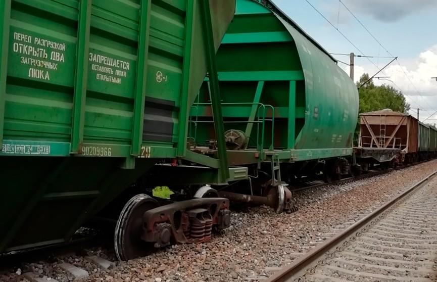 Семь вагонов грузового состава сошли с рельсов под Крупками: поезда на участке Минск – Орша ходят с опозданием