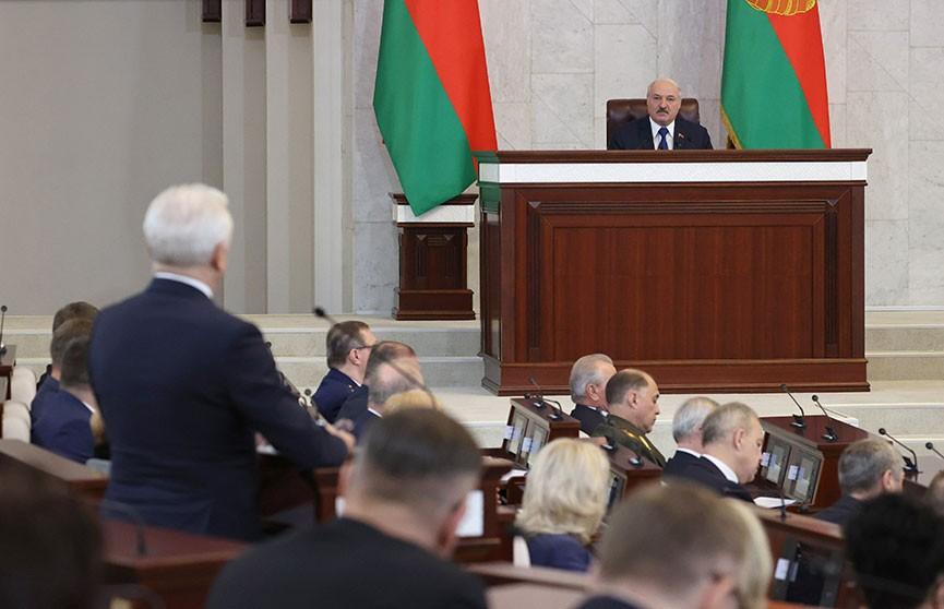 Лукашенко пригласил Путина и Байдена в Минск: Пусть поговорят о Беларуси