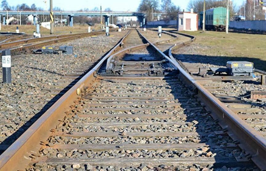 Электропоезд сбил женщину под Минском