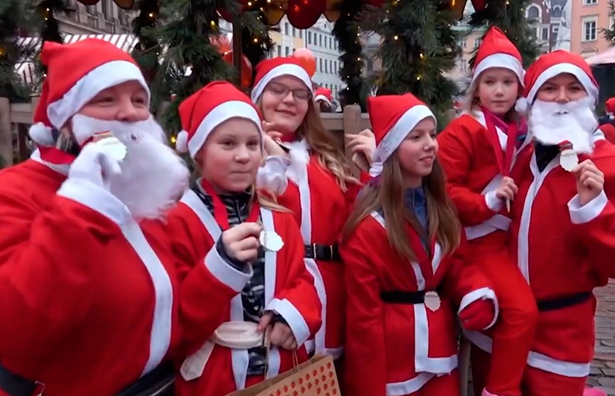 Санта-Клаусы собрали для больных детей более 10 тысяч евро
