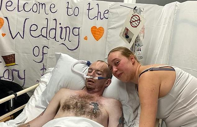 Умирающий от рака британец женился за несколько часов до смерти