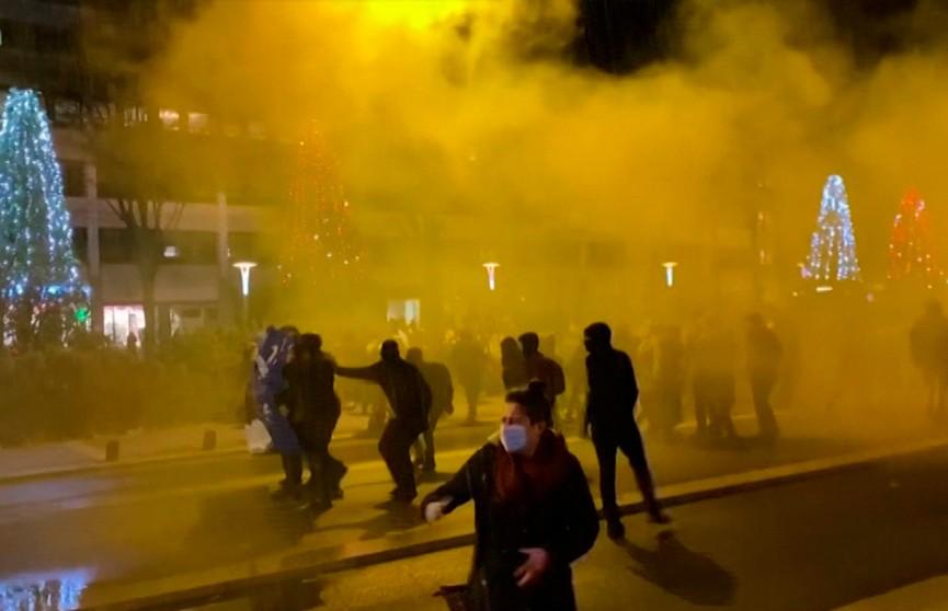 Полиция применила слезоточивый газ и водометы для разгона протестующих в Нанте
