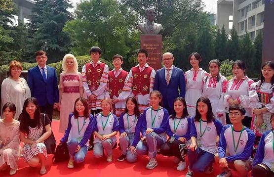Памятник Янке Купале появился в одном из университетов Китая