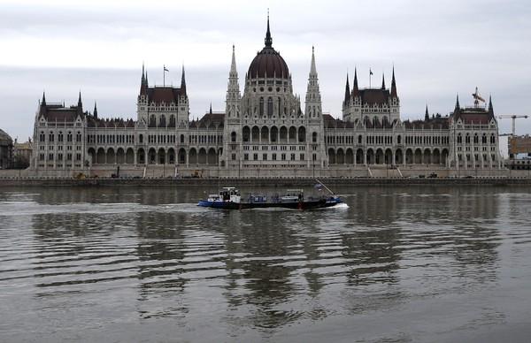 В Будапеште затонуло судно с 34 пассажирами: число жертв  возросло до восьми человек
