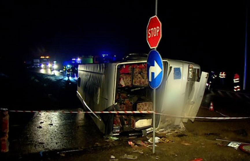 Пассажирский автобус попал в аварию в Польше