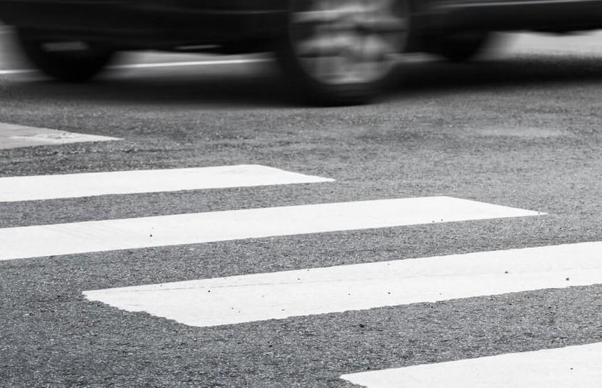 Автомобиль сбил женщину на пешеходном переходе в Минском районе и скрылся