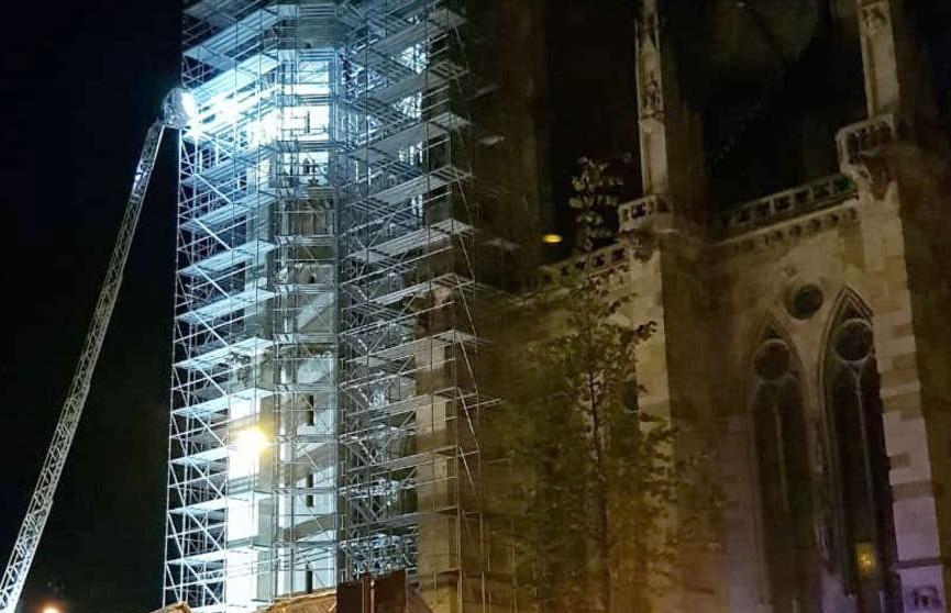 Мужчина ради селфи залез на собор в Баварии, но упал и получил травмы