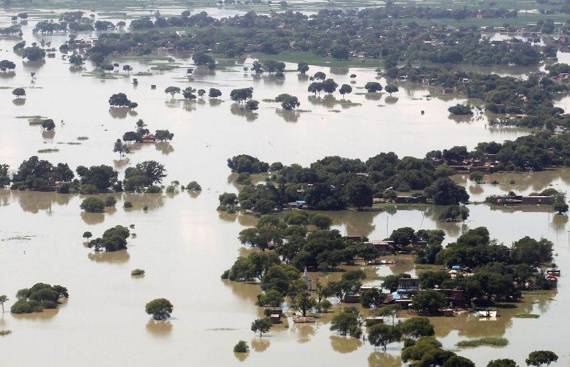 Восемь миллионов человек оказались в зоне затопления из-за наводнения в Индии