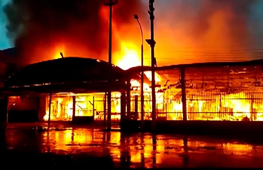 Пожар в перуанском городе Икитос уничтожил рынок