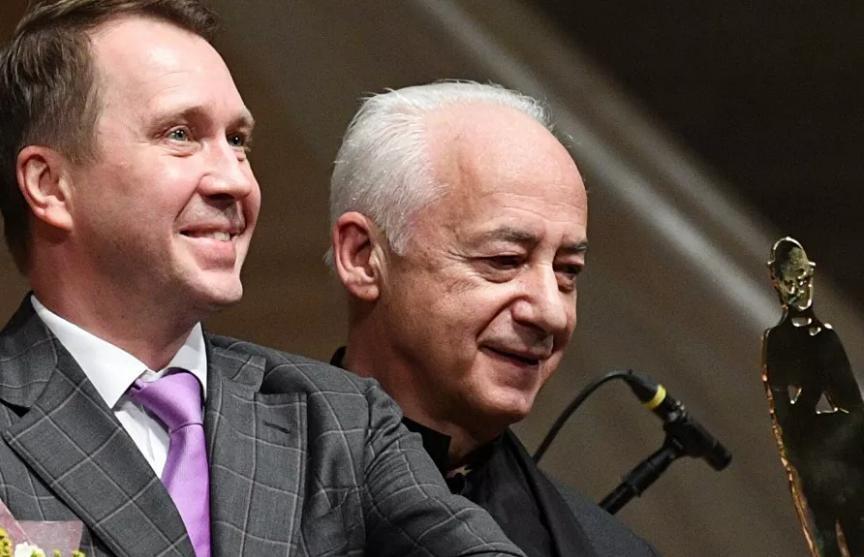 Евгений Миронов получил премию Чарли Чаплина