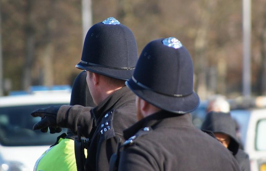 Восемь полицейских пострадали во время протестов в Белфасте